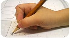 Учим ребенка держать карандаш правильно.